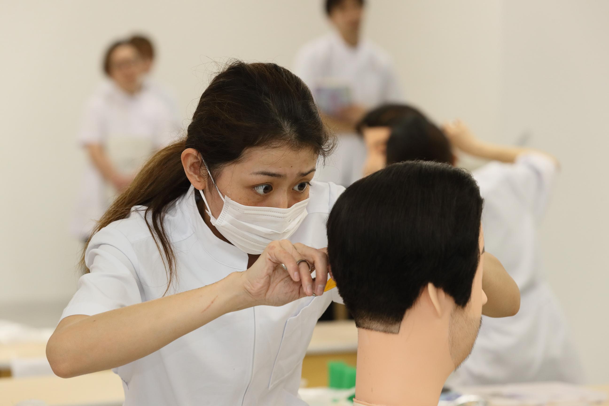 2019年度 昼間部(理容師養成コース・美容修得者コース)入学生 大募集中です!